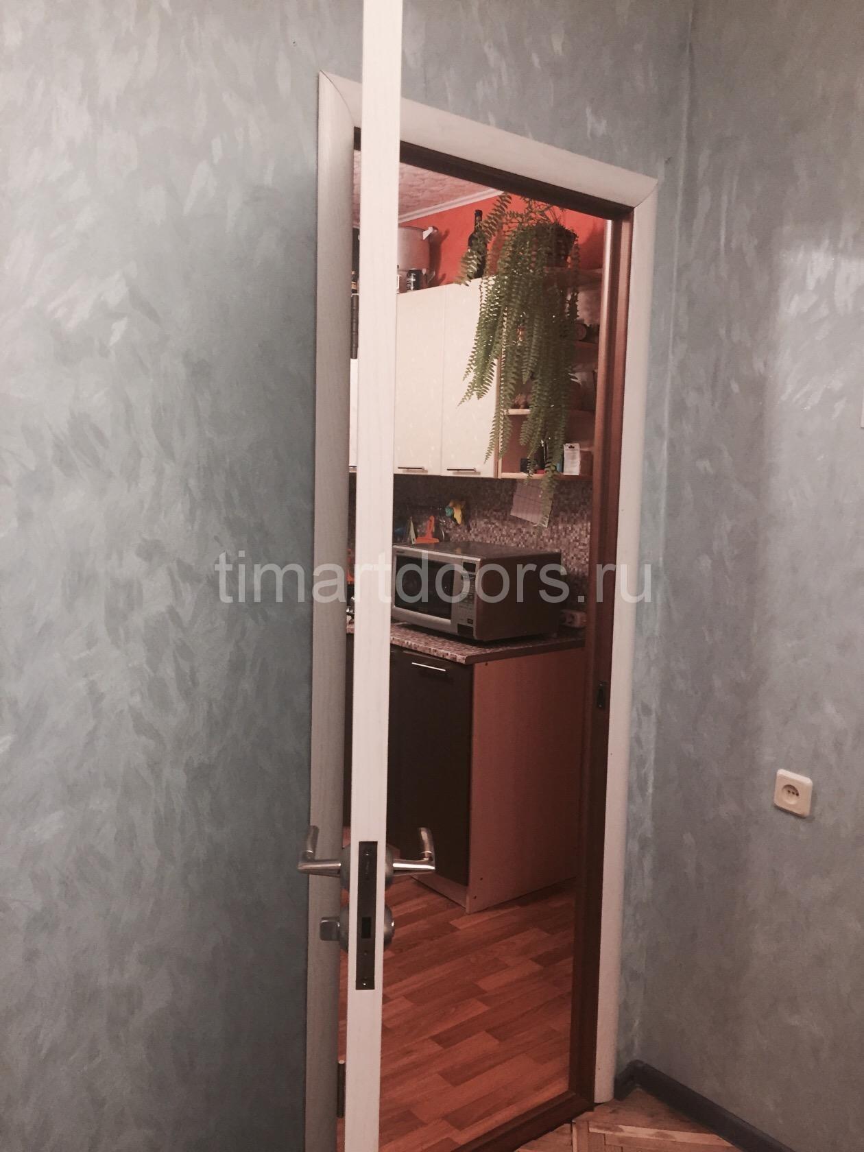 Двух сторонняя дверь.установлена на ВНИИПО